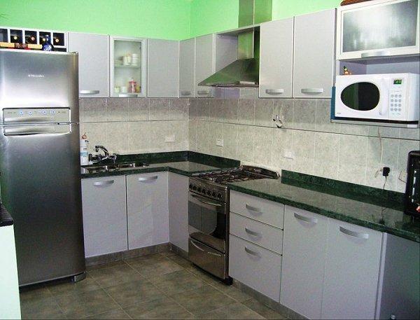 Melamina con bordes de aluminio muebles de cocina a for Muebles cocina melamina