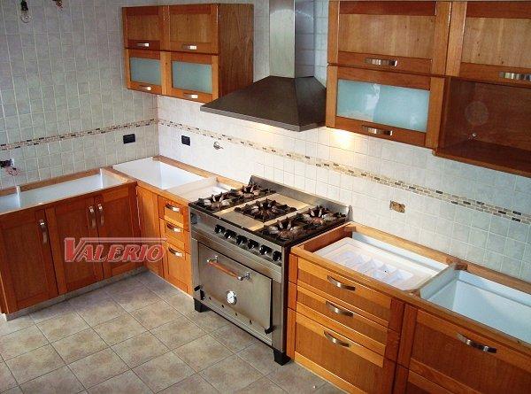 Muebles de cocina en madera de cedro natural a medida for Amoblamientos de cocina a medida precios