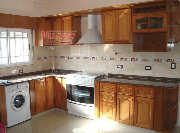 Muebles de cocina en madera de cedro natural a medida for Muebles de cocina de madera