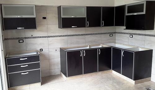 Melamina con bordes de aluminio muebles de cocina a for Muebles de cocina negro