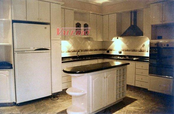 Laqueado blanco muebles de cocina a medida amoblamientos for Amoblamientos de cocina a medida precios