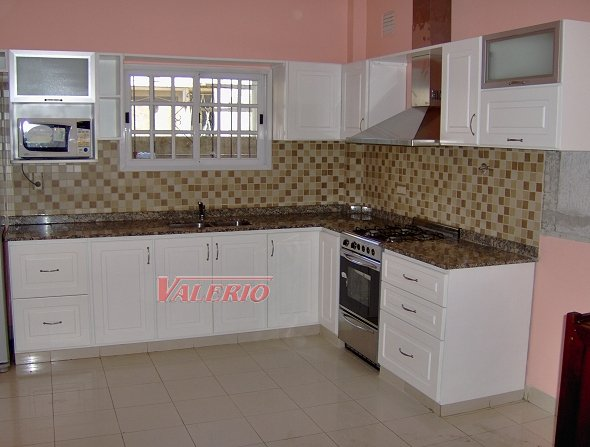 Laqueado blanco muebles de cocina a medida amoblamientos for Modelos de amoblamientos de cocina