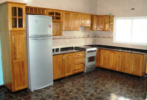 Roble natural muebles de cocina a medida en madera roble for Muebles de cocina de madera